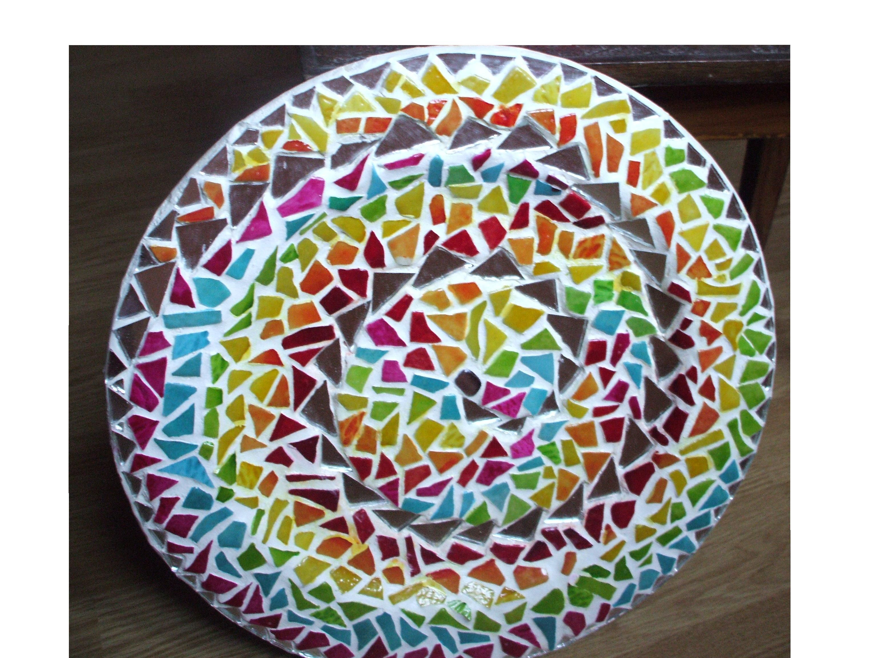 Assiette en mosaique for Comment coller de la mosaique